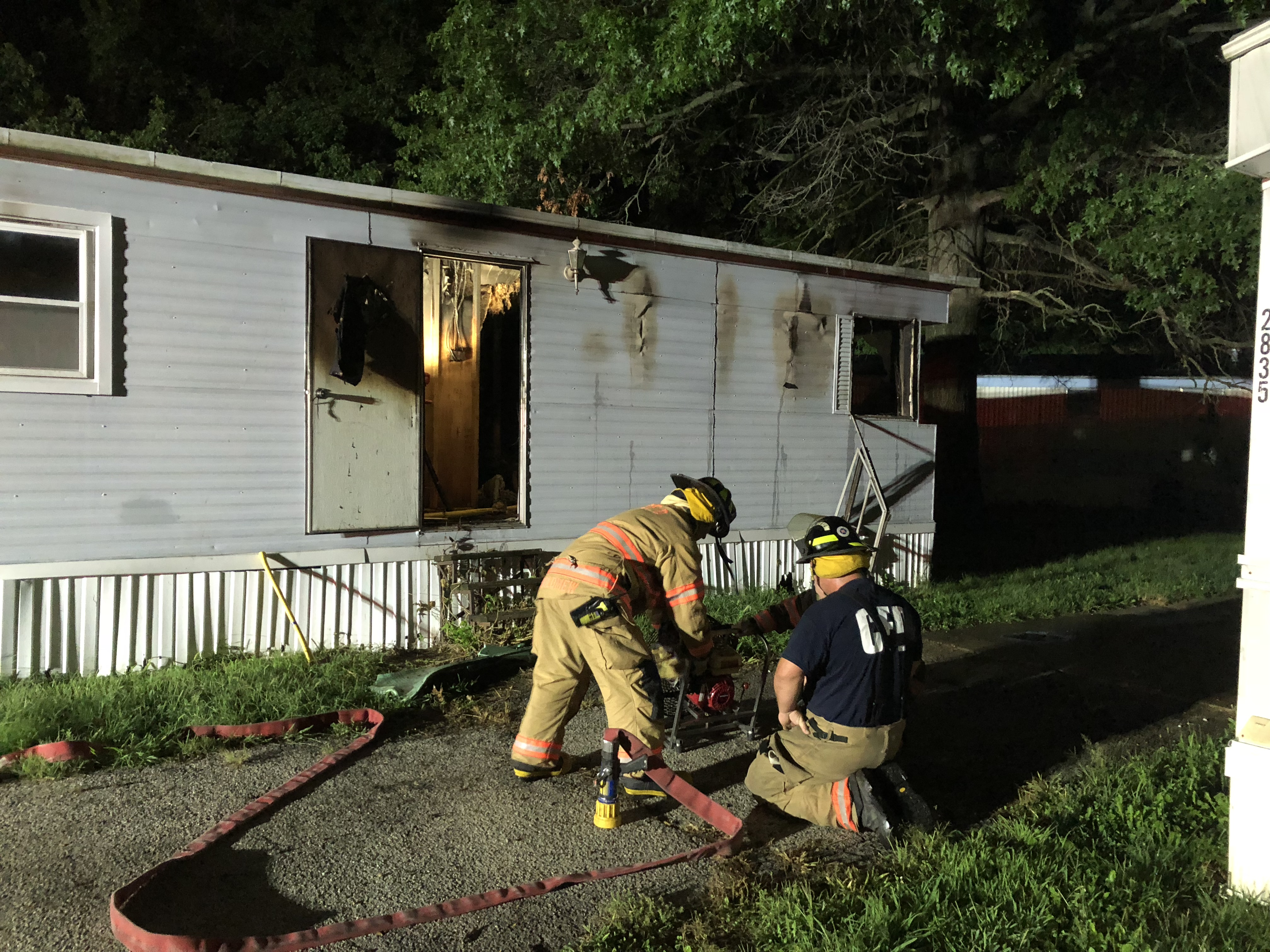 Mobile home fire threatens neighbors in Candlelight Village